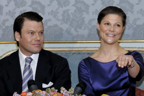 Sweden's Crown Princess Victoria and her fiancé Daniel Westling meet the press