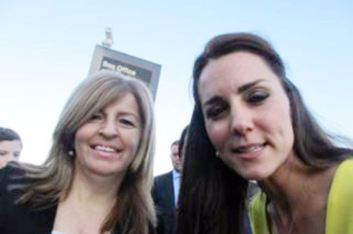 Kate-Middleton-Duchess-of-Cambridge-poses-for-a-selfie